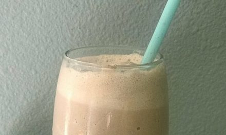 Chocolate Keto Shake Recipe – It Tastes JUST LIKE A Frosty!