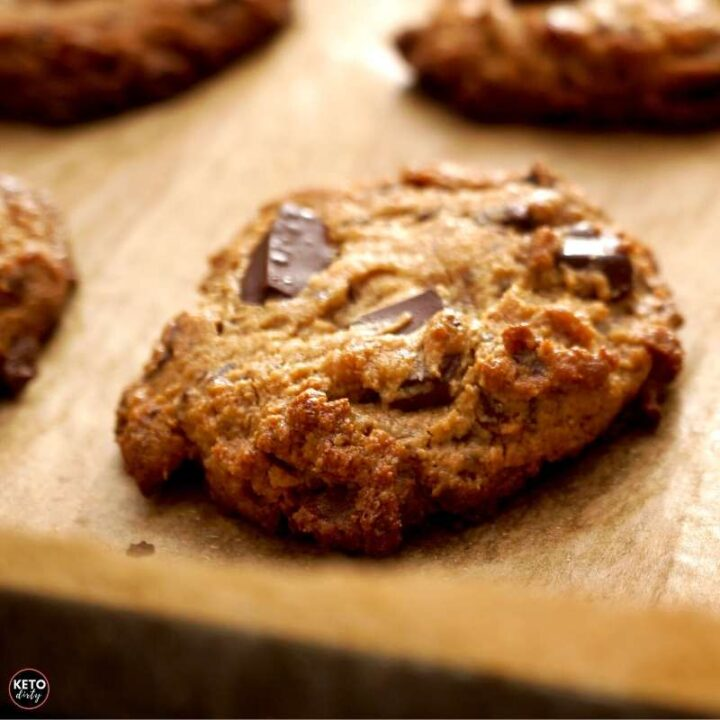keto-chocolate-chip-cookies-low-carb-recipe-720x720