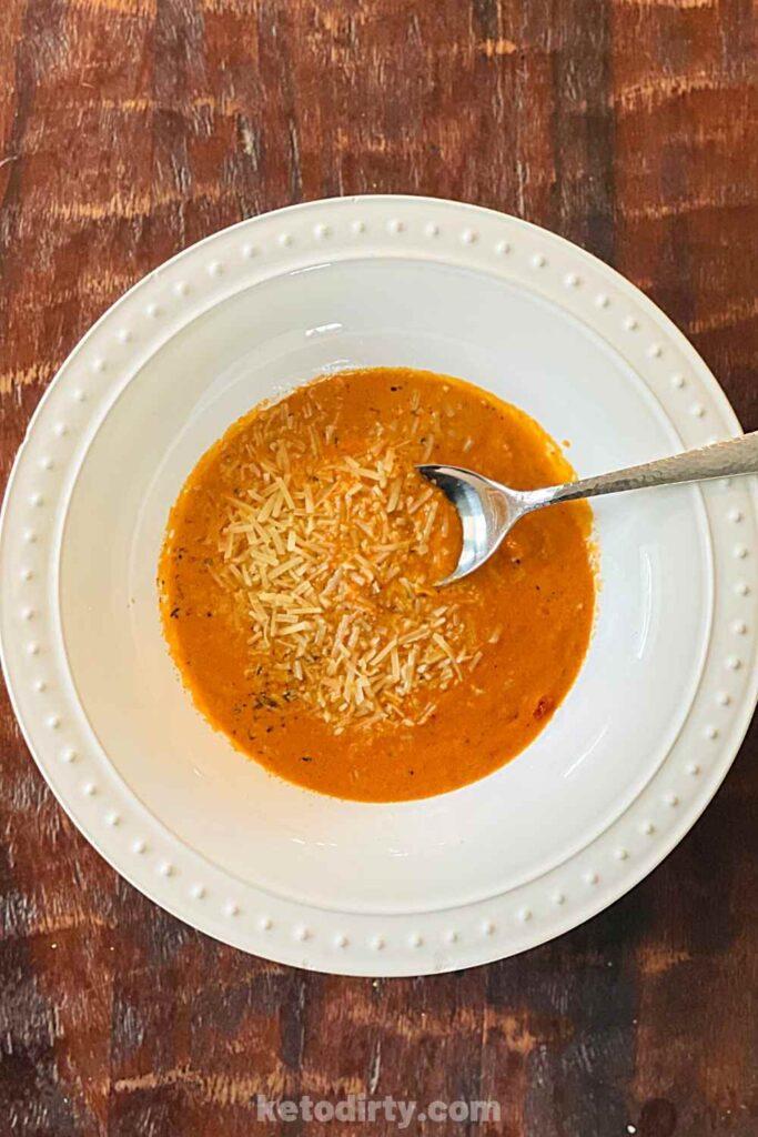 keto-tomato-soup-basil-creamy-low-carb-683x1024